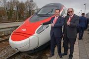 Der St.Galler Volkswirtschaftsdirektor Bruno Damann (rechts) mit dem Schweizer Generalkonsul in München, Markus Thür. (Bild: Ulrich Stock 0049-8382-9422)