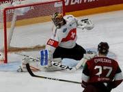Reto Berra bleibt im letzten WM-Testspiel gegen Lettland ungeschlagen (Bild: KEYSTONE/EPA/TOMS KALNINS)