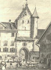 Das Ira-Tor, der alte Durchgang durch die Stadtmauer zwischen der Marktgasse und dem heutigen Marktplatz, auf einer Zeichnung von Johann Jacob Rietmann von 1834. Das Tor wurde 1865 abgebrochen. Am rechten Bildrand steht die Metzg. (Bild: Stadtarchiv der Ortsbürgergemeinde SG)