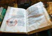 Die Bücher des St. Galler Stiftsbezirks sind auf der Dokumentenliste der Unesco. (Bild: Ralph Ribi)