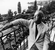 Vladimir Nabokov auf dem Balkon seiner Suite im «Montreux Palace». (Bild: Horst Tappe/KEY (Montreux, 1965))