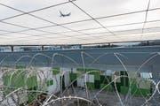 Das Ausschaffungsgefängnis am Flughafen Zürich: Im Kanton St.Gallen scheitern acht Prozent der Ausschaffungen, etwa weil die Herkunftsländer die Personen nicht zurücknehmen. (Bild: Keystone)