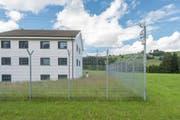 Die Strafanstalt Gmünden befindet sich in Niederteufen. Der heutige Bau steht dort seit 1963 und wurde von 1994 bis 1998 erweitert und renoviert. (Bild: Benjamin Manser)