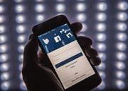 Noch ist Facebook ein attraktiver Werbekanal für Unternehmen. Doch jüngere Menschen lassen das soziale Netzwerk zunehmend links liegen. (Bild: Pius Amrein)
