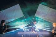 «St. Gallen, ihr seid die besten!»: Am Kulturfestival überzeugte die Genfer Band Kadebostany mit Rockstar-Posen und grossen Gesten. (Bild: Urs Jaudas)