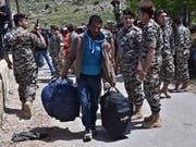 Ein syrischer Flüchtling im Libanon auf dem Rückweg in sein Heimatland. (Bild: KEYSTONE/AP/ZIAD CHOUFI)