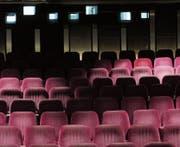Stehen für 150 Franken pro Stück zum Verkauf: die Kinosessel des ehemaligen Kinos Corso. (Bild: PD)