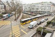 Die Haltestelle Poststrasse ist seit Inbetreibnahme des neuen Bahnhofplatzes ein Engpass für Postautos, Regio- und Stadtbusse. (Bild: Hanspeter Schiess)