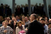 Bundespräsident Alain Berset hat im Pfalzkeller mit seiner Rede einige Lacher und Applaus geerntet. (Bild: (KEYSTONE))