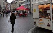 Der Dianetik-Infostand in der Marktgasse neben dem Wochenmarkt. (Bild: Reto Voneschen (30. Dezember 2017))