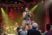 Ganz nah an ihrem Publikum: Shakura S'Aida aus Toronto beschliesst den zweiten Abend des Bluesfestivals Frauenfeld in der Festhalle Rüegerholz. (Bild: Andrea Stalder)