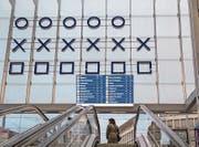 Die binäre Uhr am Hauptbahnhof St. Gallen. (Bild: Urs Bucher)