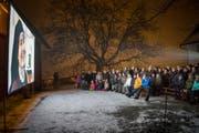 Dokumentarfilm über die Nonnen von der Notkersegg: Vorpremiere am Mittwochabend unter freiem Himmel neben dem Kloster. (Bild: Ralph Ribi)