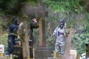 Ermittlungen nach dem Giftanschlag von letzter Woche auf den Ex-Spion Sergej Skripal und seine Tochter im englischen Salisbury. (Bild: Chris J. Ratcliffe/Getty (10. März 2018))