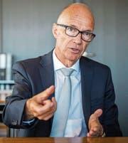 Thomas Scheitlin erklärt, welche Hebel er bei den Finanzen in Bewegung setzen will. (Bild: Urs Bucher)