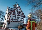 """""""Falkenburg"""", 28. Januar 2017: Die Feuerwehr ist mit einem Grossaufgebot vor Ort und bringt den Brand rasch unter Kontrolle. (Bild: Michel Canonica)"""