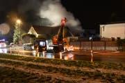 Die Feuerwehr Mörschwil und die Berufsfeuerwehr St.Gallen rückten mit rund 50 Angehörigen zur Brandstelle aus. (Bild: Kapo SG)