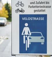 Das Stadtsanktgaller Reglement für eine nachhaltige Verkehrsentwicklung setzt auf den öffentlichen und den Langsamverkehr. Ein Ausfluss daraus ist der Versuch, der aus den Teilen der Linden- eine Velostrasse macht. (Bild: Urs Bucher (21. Oktober 2016))