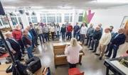 Trudy Diem gibt den Takt vor: Das Jodelchörli St. Gallen Ost bei der Probe. (Bild: Hanspeter Schiess)