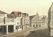 Aus einer von 1790 bis 1795 entstandenen Bildserie des Lindauer Malers Johann Conrad Mayr stammt diese Ansicht der Marktgasse mit (links) der Brotlaufe auf dem heutigen Bärenplatz sowie dem alten Rathaus und dem Ira-Tor.