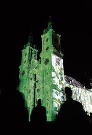 Der Verein Weltkulturerbe St. Gallen will den Stiftsbezirk künftig koordinierter vermarkten, aber auch besser schützen. Touristischen Mehrwert generierte zum Beispiel auch die Lichtshow von Gerry Hofstetter. (Bild: Hannes Thalmann (25. Februar 2008))