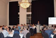 GVA-Präsident Christoph Roth (am Rednerpult) kann an der Generalversammlung am Freitagabend 50 Anwesende im prächtigen Schwertsaal begrüssen. (Bild: Maria Keller)