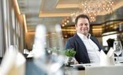 Geschäftsführer Alberto Provenza im neugestalteten und neu eingerichteten Speisesaal des «Klein Rigi». (Bild: Donato Caspari)