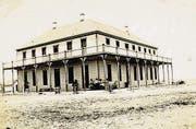 Das Hotel Edwards nach der Verschiebung. (Bild: Wikipedia)