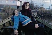 Sareh Bayat als Alleinerziehende Nahid mit ihrem Sohn. (Bild: outnow)