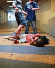 Gewalt unter Jugendlichen: kein Unterschied zwischen heute und früheren Zeiten. (Bild: Martin Rütschi/Keystone)