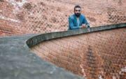 Der syrische Autor Hamed Abboud ist 2012 aus Aleppo geflüchtet und lebt heute in Österreich. (Bild: PD/Nina Oberleitner)