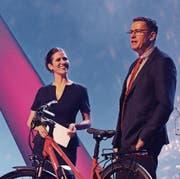 Bankpräsident Marcel Vontobel wird von TV-Moderatorin Claudia Marty interviewt. (Bild: Barbara Hettich)