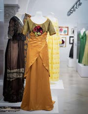 Kleider aus 250 Jahren Geschichte: Im Hintergrund Paola Felix' Tulpenkleid. (Bild: Ralph Ribi)