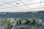 Das Ausschaffungsgefängnis am Flughafen Zürich: Im Kanton St. Gallen scheitern acht Prozent der Ausschaffungen, etwa weil die Herkunftsländer die Personen nicht zurücknehmen. (Bild: Christian Beutler/Keystone)