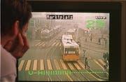 Auch das gehört zur Legende des St.Galler Marktplatzes: In den Anfängen des Lokalfernsehens wurden zeitweise Bilder von Verkehrskameras in die städtischen Haushalte übertragen. Im Bild eine solche Übertragung von 1997 auf dem Servicekanal der Cablecom. (Bild: Ralph Ribi)