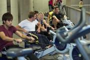 Krafttraining in der neuen HSG-Sporthalle. (Bild: Urs Jaudas - 26. Februar 2013)