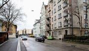 Im Sommer wird an der Burgstrasse ein Flüsterbelag eingebaut. (Bild: David Gadze)