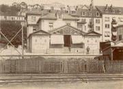Das Klubhaus um 1900. Links und rechts sind die Flügel mit den Kegelbahnen in der Mitte der 1896 erstellte Wintergarten zu erkennen. (Bild: Stadtarchiv der Ortsbürgergemeinde St.Gallen)