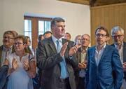 Enttäuschte Gesichter bei der CVP nach dem ersten Wahlgang: Boris Tschirky (Mitte) und Raphael Widmer, Präsident der CVP Stadt St. Gallen (rechts). (Bild: Michel Canonica)