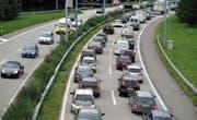 Auf der Stadtautobahn steigt das Verkehrsaufkommen weiter. (Bild: Ralph Ribi)