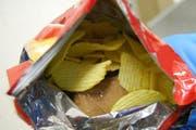 300 Gramm Kokain in einem Chipspack. (Bild: PD/Grenzwachtregion III)