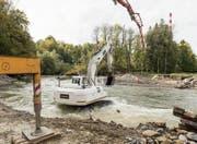 Die Sitter wird für den Bau der Wehre des Kleinwasserkraftwerkes Grafenau umgeleitet und teilweise trockengelegt. (Bild: Hanspeter Schiess)