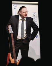 Daniel Ziegler mimt den missmutigen Musiklehrer. (Bild: Ralph Ribi)