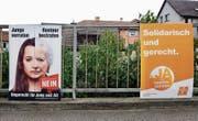 Hat die Stadt die Neutralität verletzt? Abstimmungsplakate zur Rentenreform, über die am 24. September abgestimmt wird. (Bild: Walter Bieri/Keystone)
