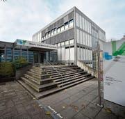 Das Berufs- und Weiterbildungszentrum in Rapperswil-Jona ist in einem schlechten Zustand. (Bild: Manuela Matt)