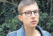 Autorin Anna Stern: Raspelkurze Haare wie ihre Romanfigur. (Bild: pd)