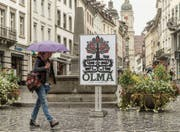Eine Reise durch die Olma-Geschichte: In der Innenstadt hängen sämtliche Plakate der Publikumsmesse. (Bild: Hanspeter Schiess)
