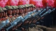 Nordkoreanische Kampftruppen gestern bei der Parade in Pjöngjang. (Bild: How Hwee Young/EPA)
