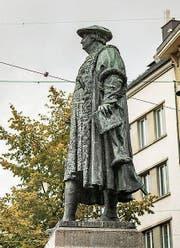 Das Vadiandenkmal steht seit 1904 am Marktplatz. (Bild: Samuel Schalch)