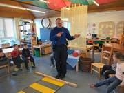 Quartierpolizist Paul Widrig berichtet auf seinem Blog auch vom Besuch im Kindergarten am Achslenweg. (Bild: PD/Stadtpolizei St.Gallen)